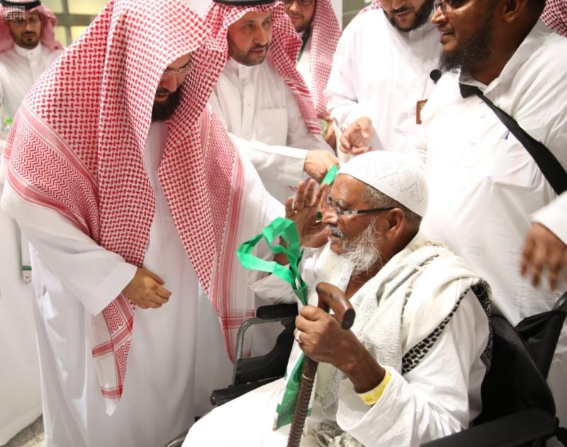 السديس يتفقد جناح وكالة المسجد النبوي.JPG2