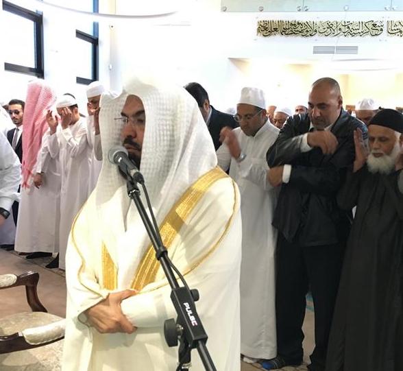 السديس يفتتح مسجداً ومدرسة ويؤم المصلين في بريطانيا (2)