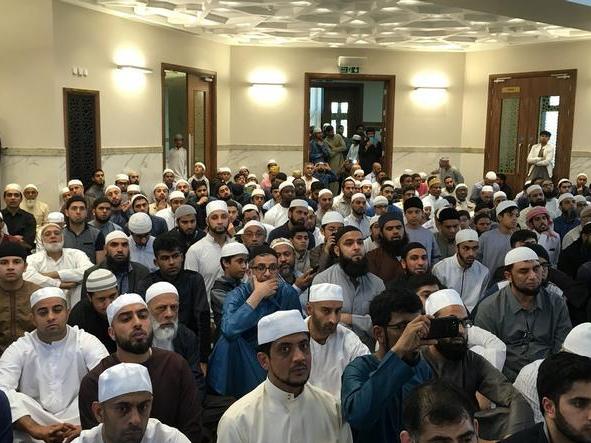 السديس يفتتح مسجداً ومدرسة ويؤم المصلين في بريطانيا (5)