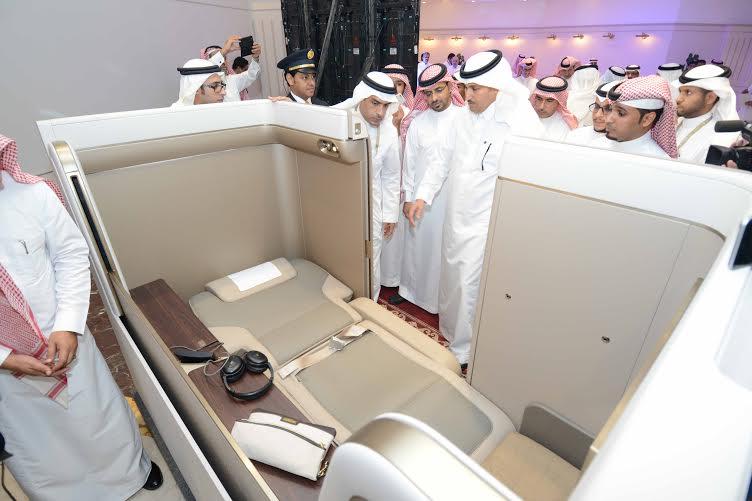السعودية تكشف عن جناح الدرجة الأولى الجديد لطائرة بوينج (1)