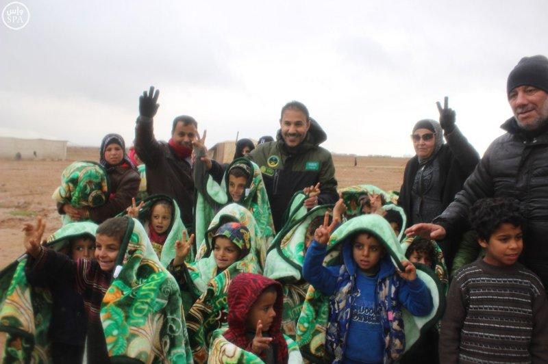السعودية تواصل دعمها للسوريين بمعونات للاجئين بصحراء #الأردن (1)