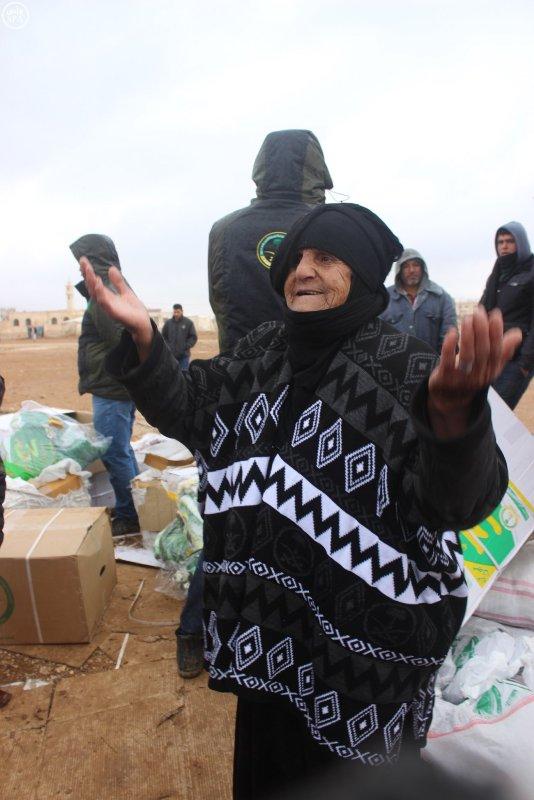 السعودية تواصل دعمها للسوريين بمعونات للاجئين بصحراء #الأردن (2)