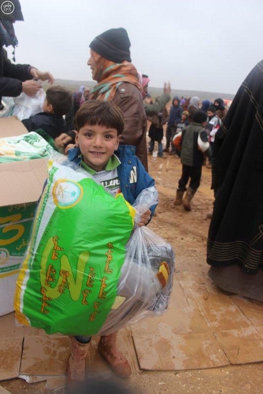 السعودية تواصل دعمها للسوريين بمعونات للاجئين بصحراء #الأردن (3)