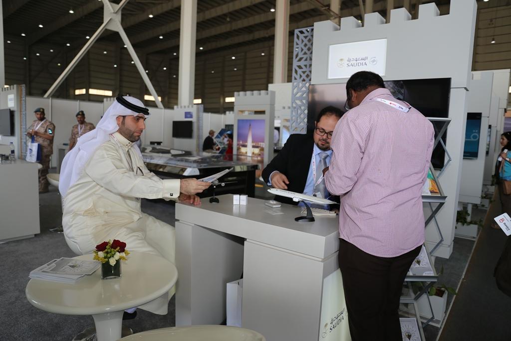 السعودية تودع معرض البحرين باستعراض جوي لطائرة معالم المملكة (4)