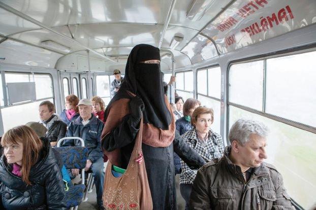 السفارة السعودية بالنمسا: لا حظر على النقاب والحجاب