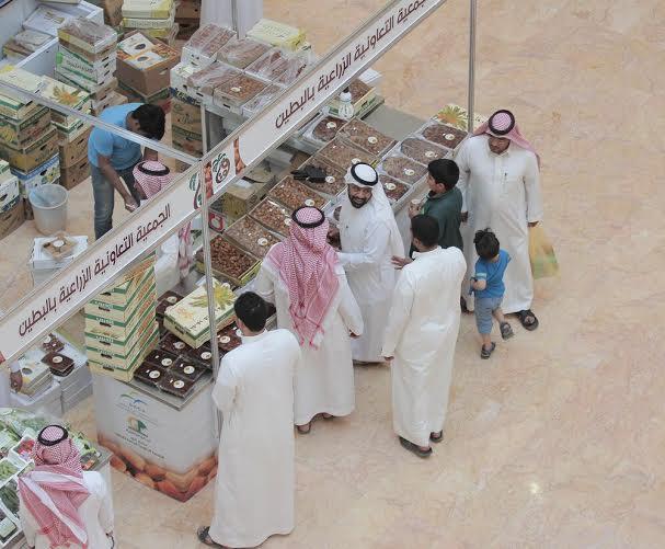 السكري  يتصدر مبيعات التمور   (179888469) 