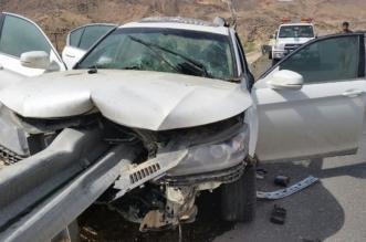 العناية الإلهية تنقذ سائقاً بعد اِختراق حاجز حديدي لسيارته بنجران - المواطن
