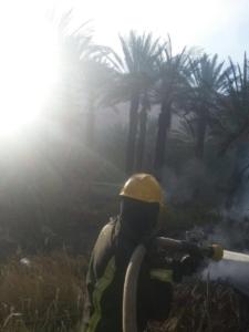السيطرة على حريق مزرعتين بالعلا  (1) 