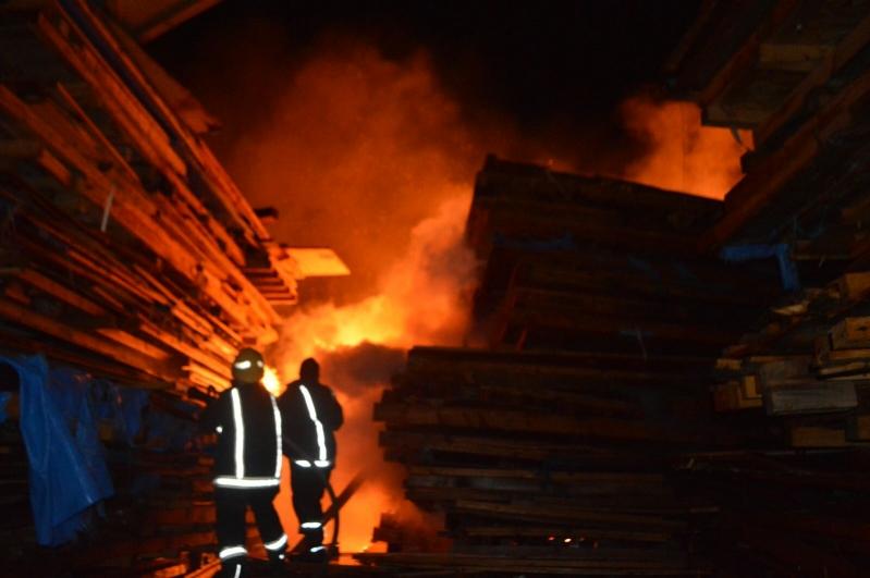 السيطرة على حريق هائل في جدة (1)