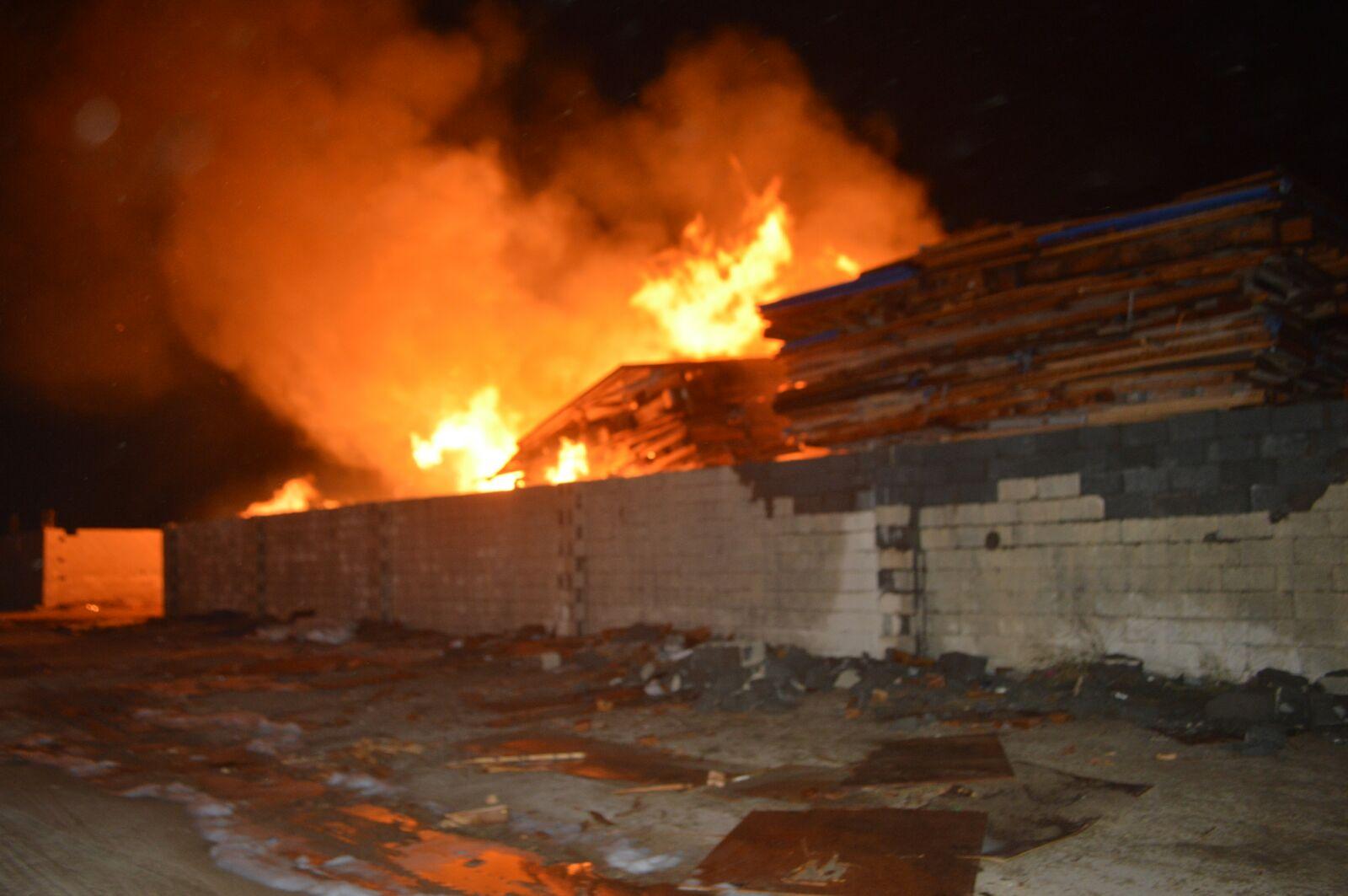 السيطرة على حريق هائل في جدة (2)