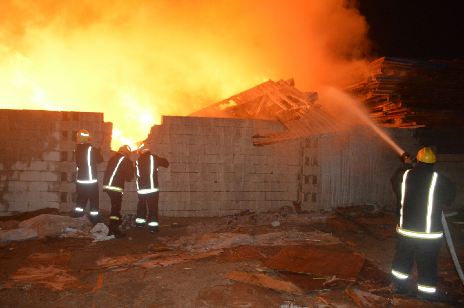 السيطرة على حريق هائل في جدة (3)