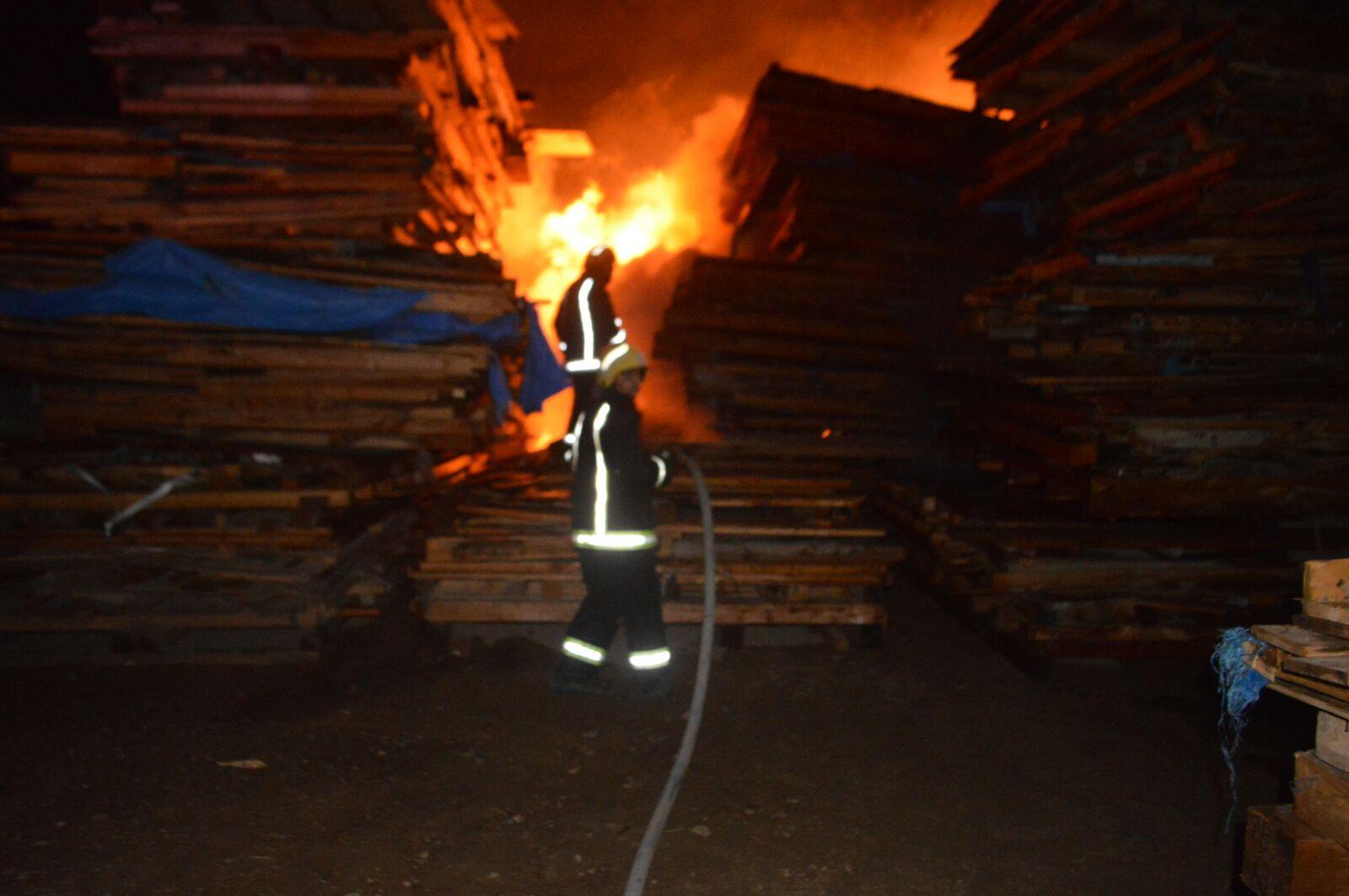 السيطرة على حريق هائل في جدة (4)