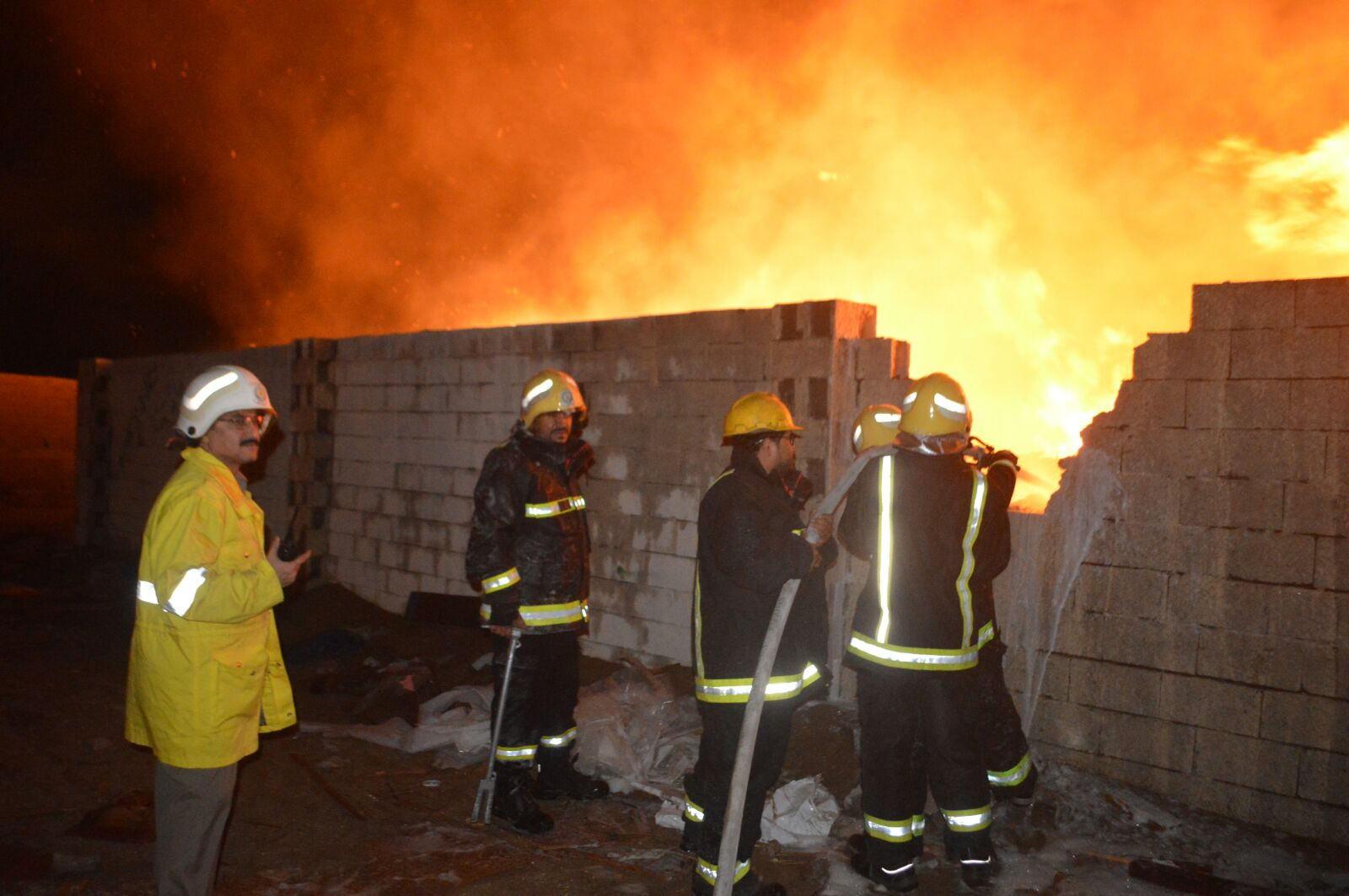 السيطرة على حريق هائل في جدة (5)