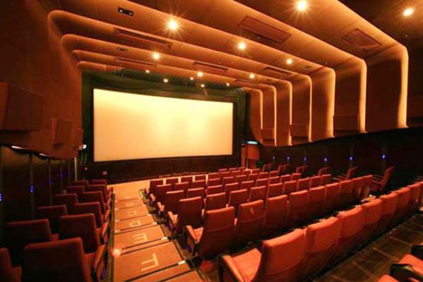 عودة عروض دور السينما وسط التقيد بالإجراءات الاحترازية