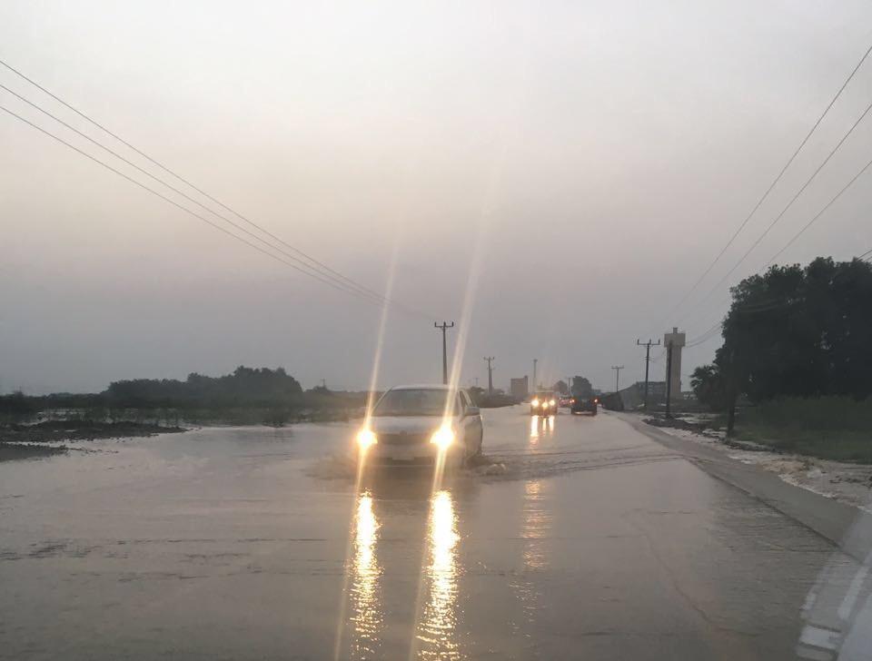 السيول المنقولة تحاصر القرى وتجرف الشاحنات بطريق صبيا - العدايا (6)