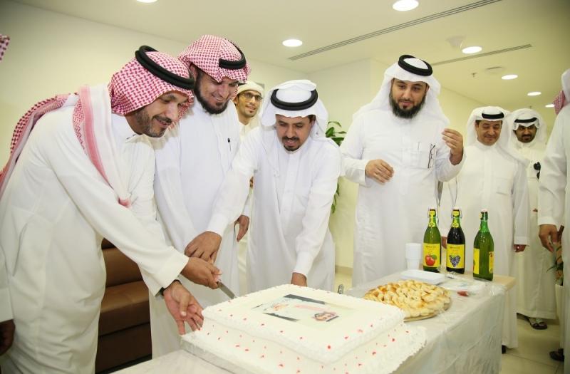 الشؤون-الاسلامية-يحتفلون-بترقية-عبدالكريم (2)
