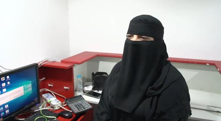 -السعودية-ميثاء-اسماعيل-أثناء-حديثها-عن-تجربتها