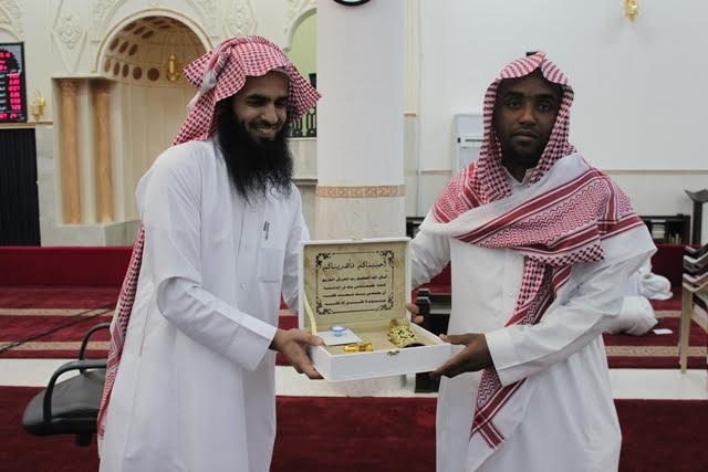 الشبيب والسميري يتفقدان حلقات مجمع العلماء التعليمي ويكرمان منسوبيه13