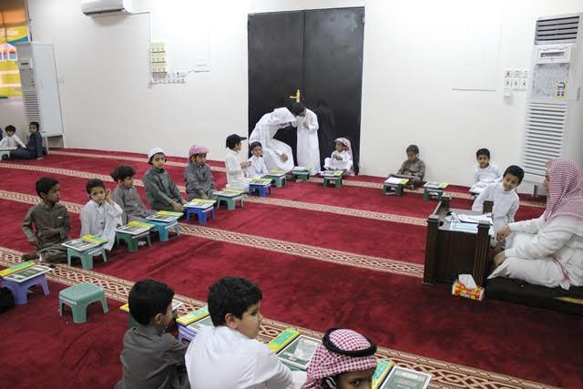 الشبيب والسميري يتفقدان حلقات مجمع العلماء التعليمي ويكرمان منسوبيه4