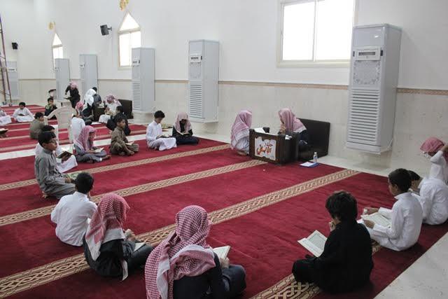 الشبيب والسميري يتفقدان حلقات مجمع العلماء التعليمي ويكرمان منسوبيه6