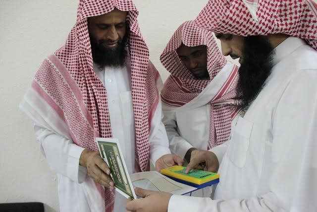 الشبيب والسميري يتفقدان حلقات مجمع العلماء التعليمي ويكرمان منسوبيه9