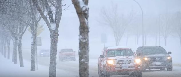 الشتاء يبدأ قبل موعده بعاصفة تجتاح ولايات أمريكية