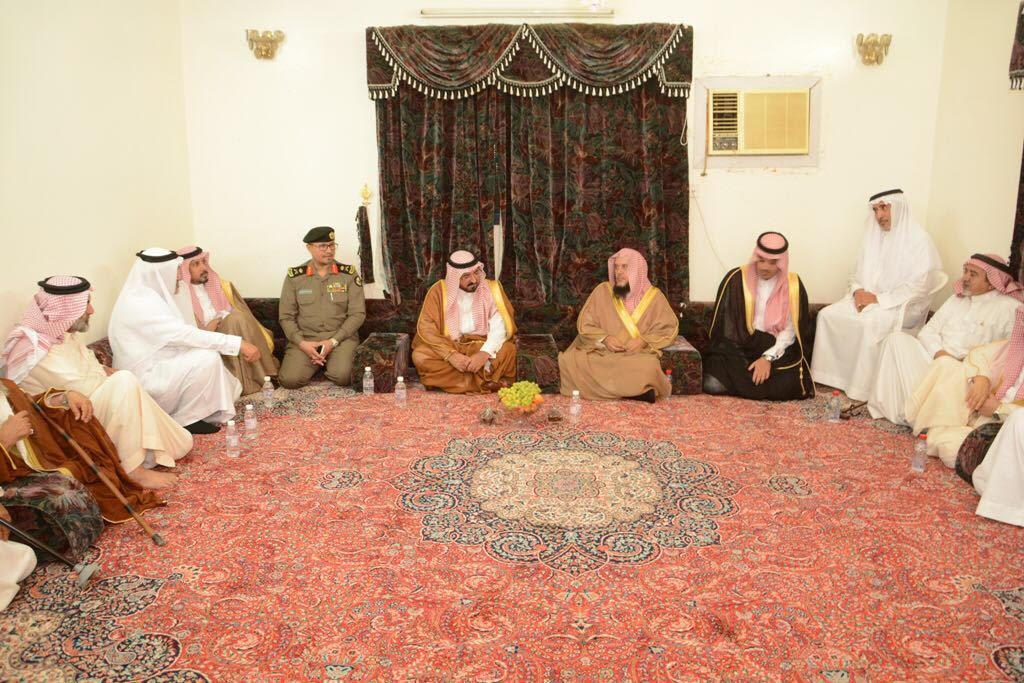 الشمري ينقل تعازي أمير الباحة في شهيد الواجب الغامدي (1)