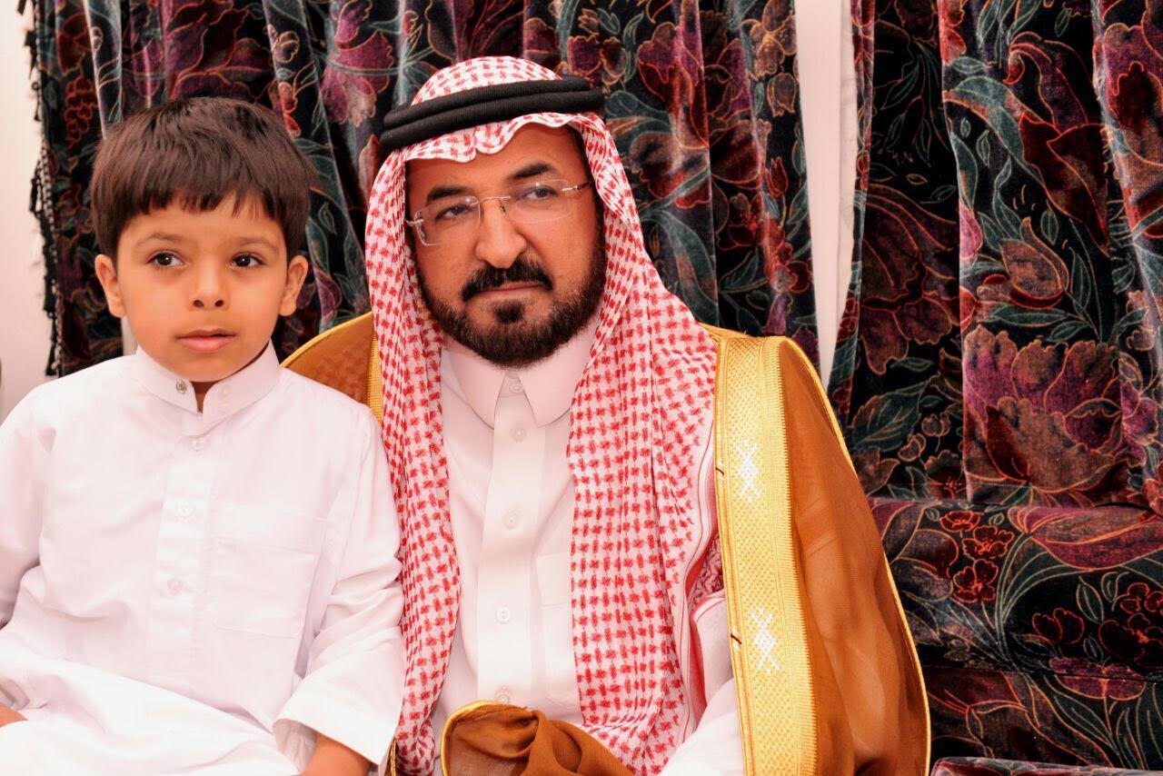 الشمري ينقل تعازي أمير الباحة في شهيد الواجب الغامدي (7)