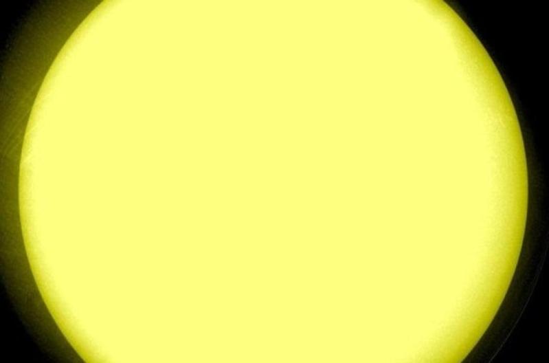 الشمس خالية من البقع