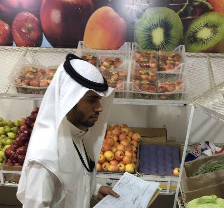 الشهادات الصحية والبيع خارج حدود المحلات يستنفر بلدية بني عمرو (5)