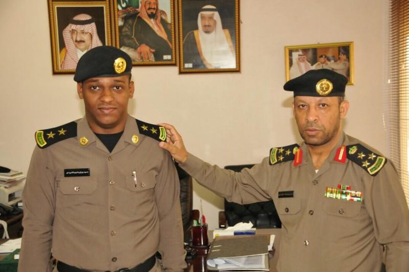 الشهراني يقلد ضابطين رتبتهما الجديدة