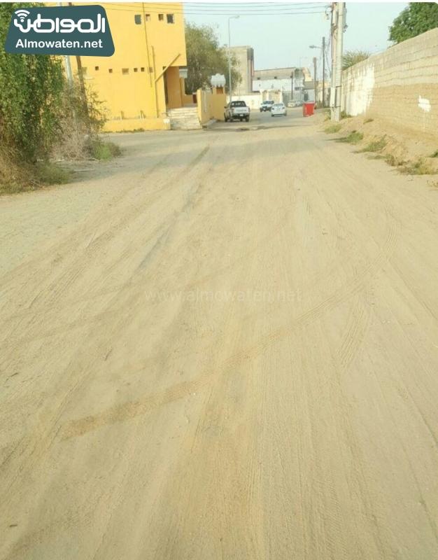 الشوارع الرملية والغبار تؤرق سكان غريب جازان (1)