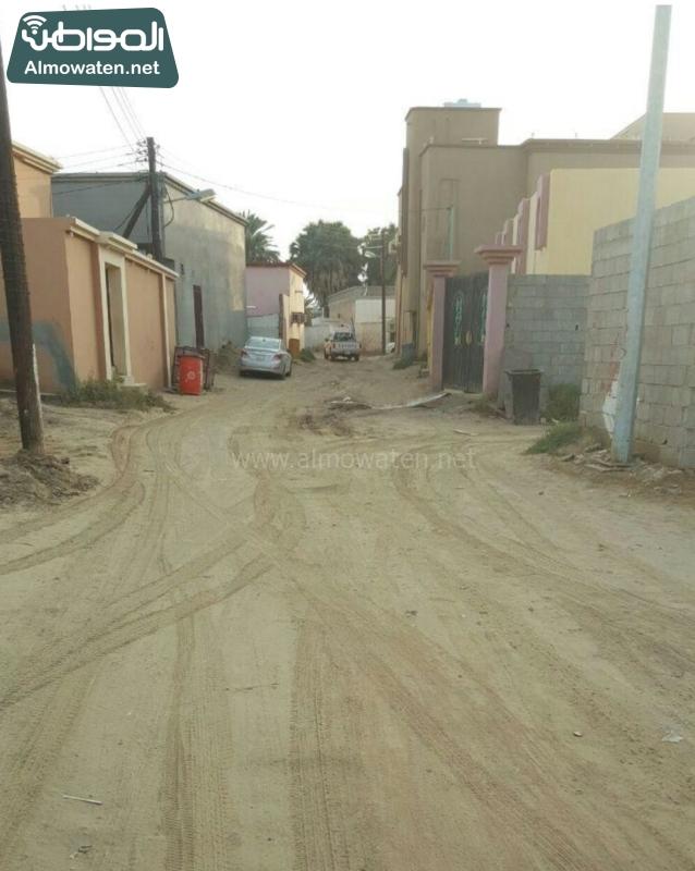الشوارع الرملية والغبار تؤرق سكان غريب جازان (600574054) 