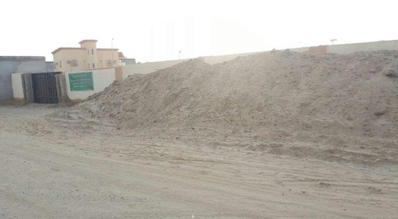 الشوارع الرملية والغبار تؤرق سكان غريب جازان (600574055) 