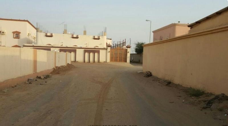 الشوارع الرملية والغبار تؤرق سكان غريب جازان (600574056) 