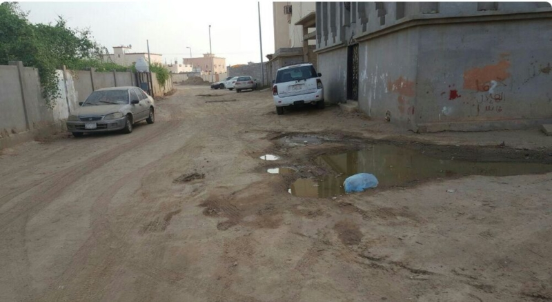 الشوارع الرملية والغبار تؤرق سكان غريب جازان (600574057) 