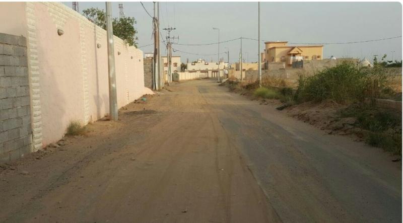 الشوارع الرملية والغبار تؤرق سكان غريب جازان (600574058) 