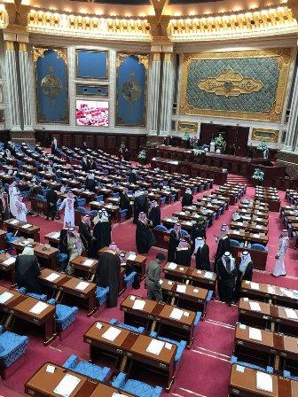 توافد الأمراء والوزراء وكبار المسؤولين إلى مجلس الشورى