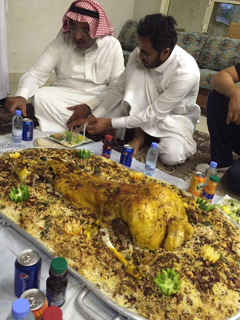 الشيخ الجميعة يحتفي بنادي ضمك بمنتجعه بالاحساء (4)