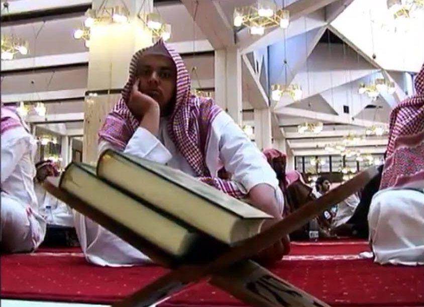 الشيخ الفوزان محاضرة يجوز متابعة حسابات الملحدين بهذا الشرط (9)