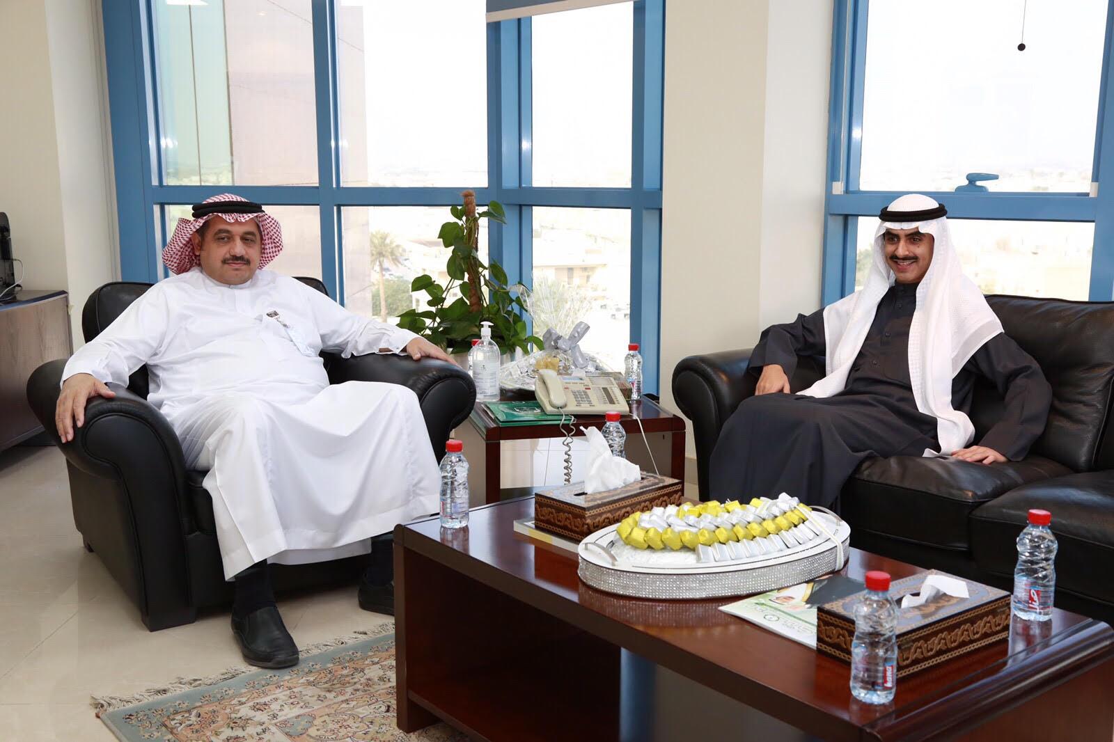الشيخ ثامر بن جابر الصباح سفير الكويت بالسعودية يتبرع للجنود المرابطين بمدينة الملك سعود الطبية (1)