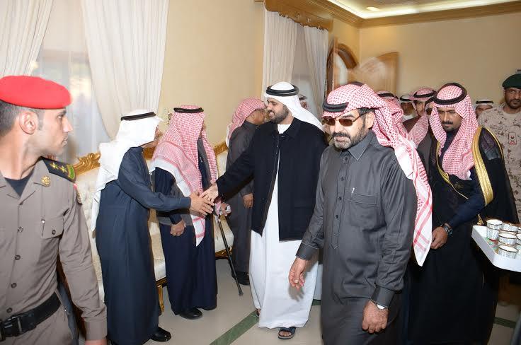 الشيخ ذياب آل نهيان يقدم التعازي بوفاة الشهيد العقيد السهيان1