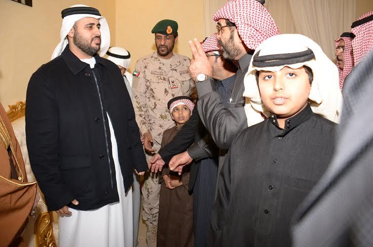 الشيخ ذياب آل نهيان يقدم التعازي بوفاة الشهيد العقيد السهيان2