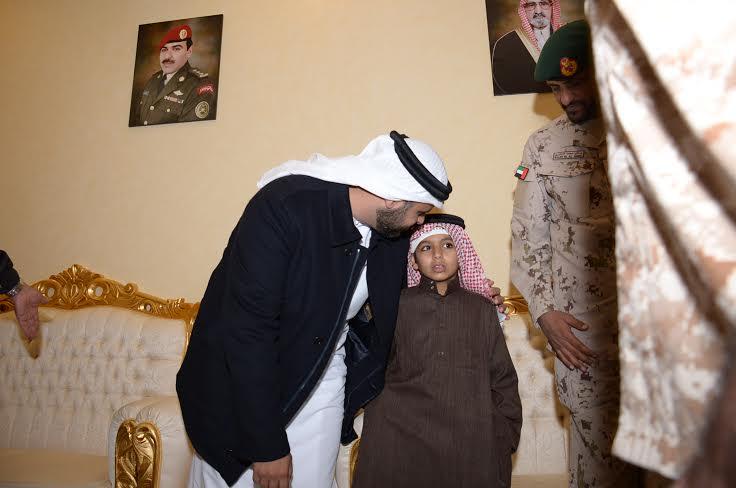 الشيخ ذياب آل نهيان يقدم التعازي بوفاة الشهيد العقيد السهيان3
