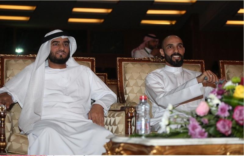 الشيخ عادل القاسمي والبطل هاني الرميح خلال فعاليات مهرجان مسرح الطفل
