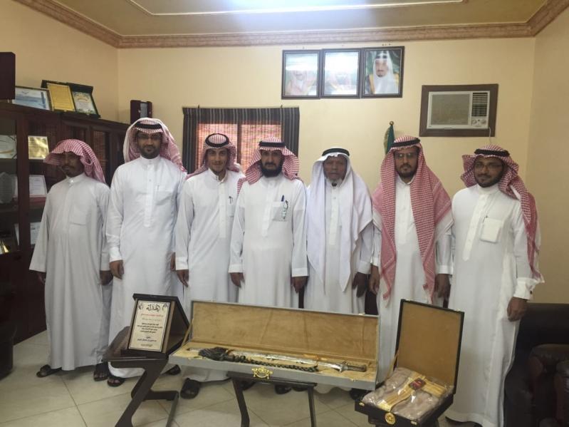 الشيخ عبدالعزيز بن سلطان الريس المالكي مدير فرع الزراعة  (1) 