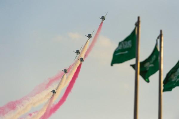 الصقور يستعرضون في سماء عاصمة المصايف العربية