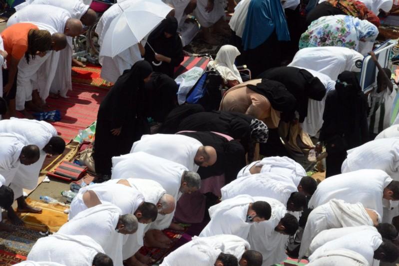 الصلاة-بعرفات (1)
