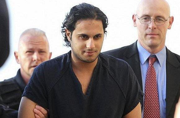 الطالب خالد الدوسري معتقل