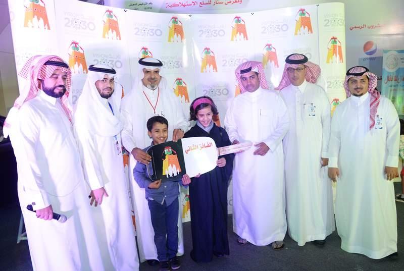 الطفله دانة القحطاني تفوز بالسيارة (145368301) 